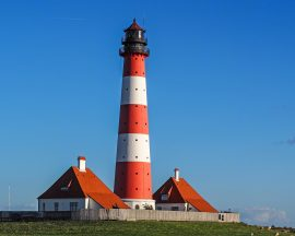 lighthouse-1392124_1920