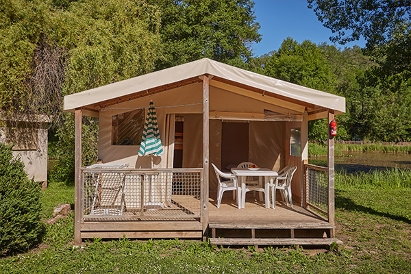 Location camping maxi tente 4 personnes 2 chambres for Chambre 4 personnes