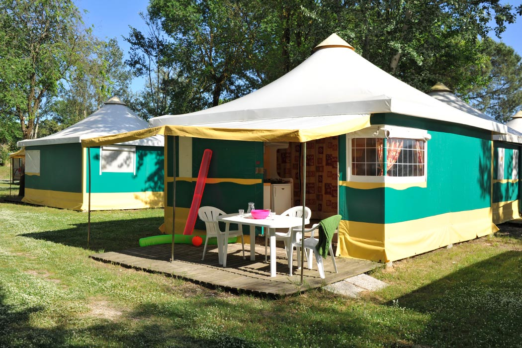 Location camping tente ecolodge avec sanitaire 5 personnes for Tente 4 personnes 2 chambres